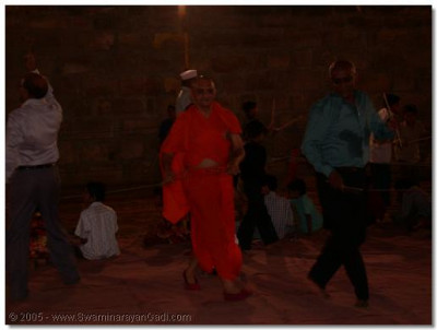 HDH Acharya Swamishree playing dandia raas