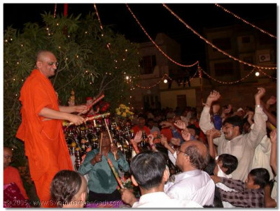 At the culmination of the raas HDH Acharya Swamishree plays dandia with devotees