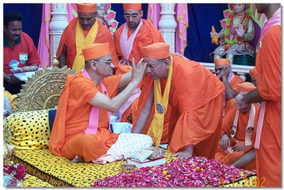 For the immense sevaa Shree Bhaktavatsaldasji Swami has given to the satsang HDH Acharya Swamishree honours Him with a chadlo to during the Mahamantra Mahotsav, Jan 2002