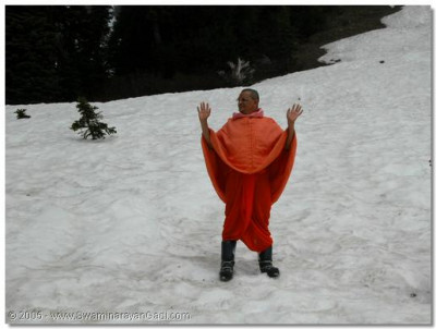 HDH Acharya Swamishree giving darshan on Mount Ranier
