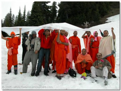 Acharya Swamishree, Sants and disciples on Mount Ranier