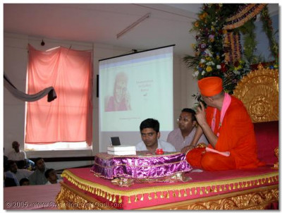 Acharya Swamishree inaugurates the Shree Swaminarayan Art Gallery website