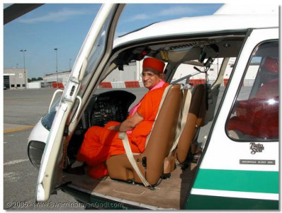 This helicopter was specially arranged by devotees to take Acharya Swamishree and sants to Shree Swaminarayan Temple in New Jersey