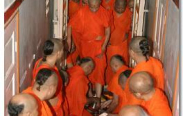 Acharya Swamishree's Return to Maninagar