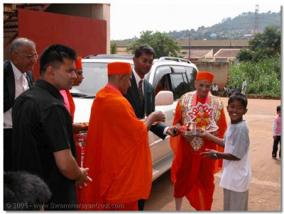 The loving devotees of Uganda welcome Acharya Swamishree to the country