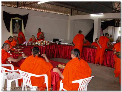 Acharya Swamishree and the sants dine at the home of a devotee
