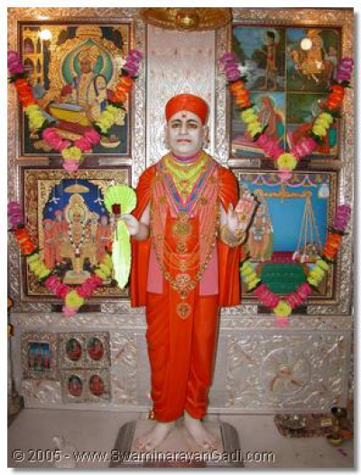 The divine darshan of Jeevanpran Shree Muktajeevan Swamibapa
