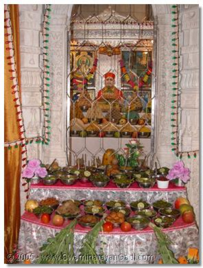 The divine darshan of Jeevanpran Shree Muktajeevan Swamibapa amongst the Ankut thaar
