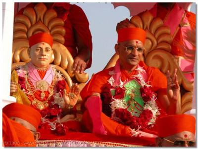 Jeevanpran Shree Muktajeevan Swamibapa and His Divine Holiness Acharya Swamishree give Their divine darshan seated on a beautifully decorated chariot