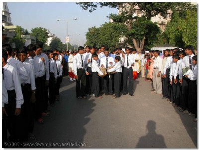 Students of the Chatralay (school boarding) take part in the procession, during which thousands of onlookers gather to have this divine darshan