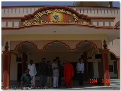 Acharya Swamishree was given a special tour of the a school in Mahelol