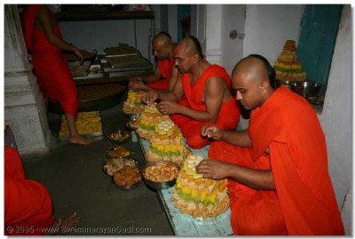 Sants preparing annkut prasad