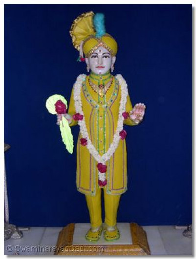 Divine darshan of Lord Swaminarayan adorned in chandan vagha