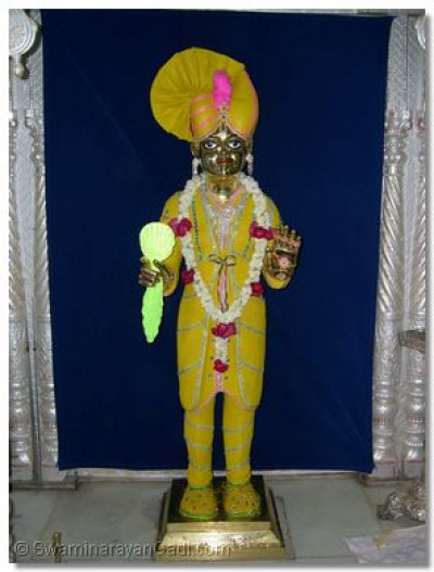 Shree Harikrishna Maharaj also adorned in chandan vagha