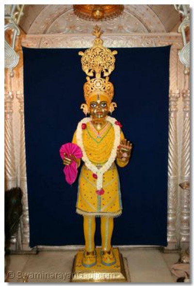 Shree Harikrishna Maharaj adorned in chandan
