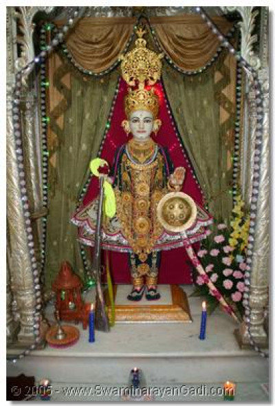 Lord Shree Swaminarayan - Shree Ghanshyam Maharaj bestows His divine darshan to all on this auspicious day of Diwali