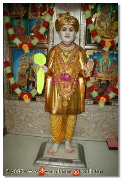 Jeevanpran Bapashree grants His enchanting darshan to all