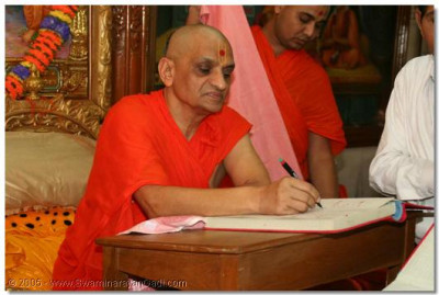 Acharya Swamishree signs a Ledger
