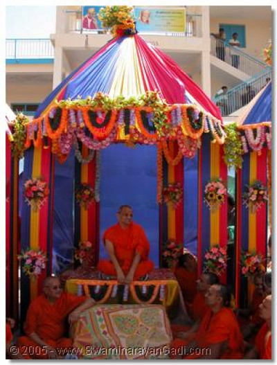 Acharya Swamishree gives darshan seated on a hindola