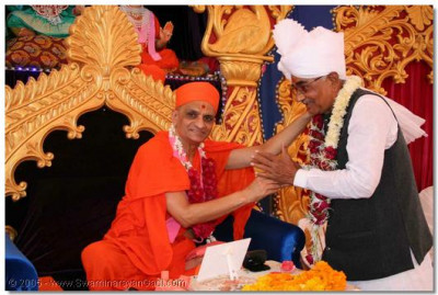 The trustee of Swaminarayan Temple Kalupur, Shree Ambalalbhai Patel, is delighted to have the divine blessings of Acharya Swamishree