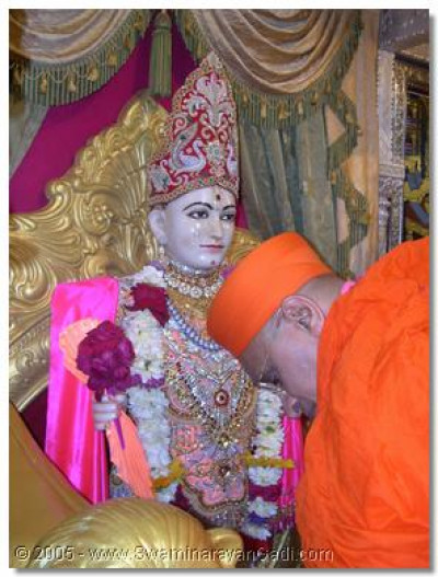 First darshan of Lord Swaminarayan in Maninagar temple after two months