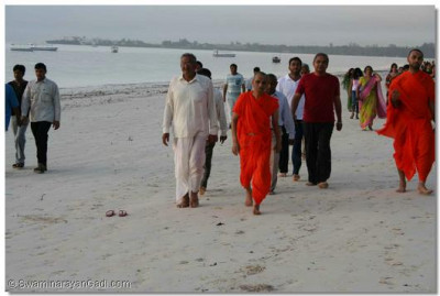 Acharya Swamishree takes an early morning walk along the sandy beaches of Mombasa