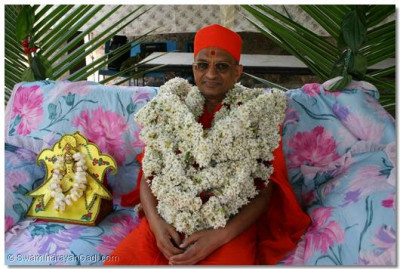 Enchanting darshan of Acharya Swamishree