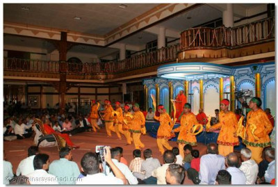 A devotional dance performed to a devotional song being sung live by Shree Satyaprakashdasji Swami
