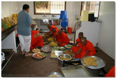 Sants prepare thaal to offer to the Lord during the Patotsav celebrations