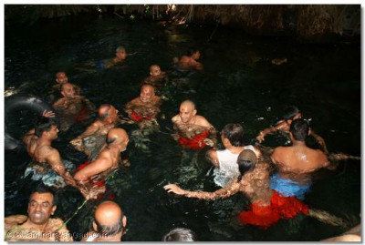 Acharya Swamishree accepts the prayers of disciples and swims in the fresh water spring