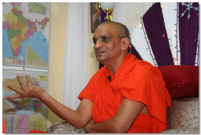 Acharya Swamishree explains the divinity of the Lord