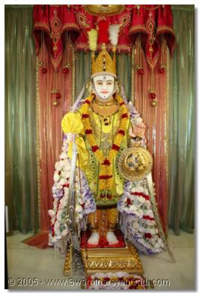 Shree Ghanshyam Maharaj in Nairobi Temple gives darshan on Shree Sadguru Din, 1 December 2005
