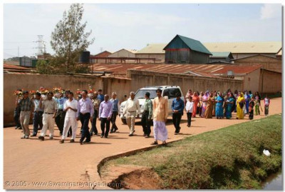 The disciples of Uganda gather for the darshan of Acharya Swamishree