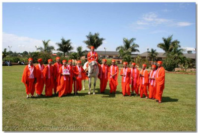 Acharya Swamishree and His beloved sants at Lake Victoria's gardens
