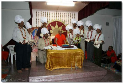Acharya Swamishree blesses the disciples on whose behalf the holy scripture recitals were held