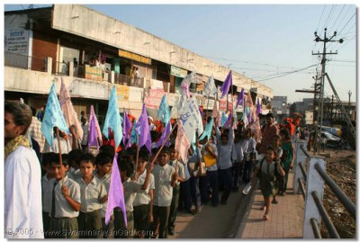 At the start of the convention, a rally was held through the streets of Kheda, to highlight the importance of adhering to a moral and controlled life