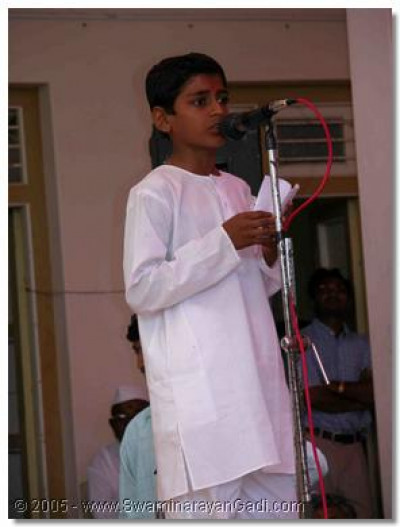 A student giving a speech in English in Naranpur