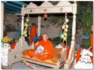 Acharya Swamishree gives His divine darshan seated on a swing at a devotees home in Naranpur