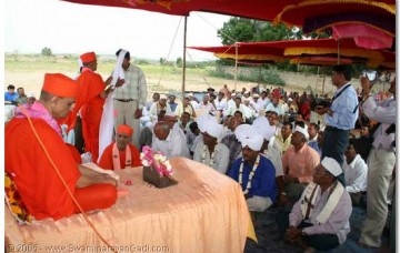 Acharya Swamishree Provides Water to the Village of Naranpur