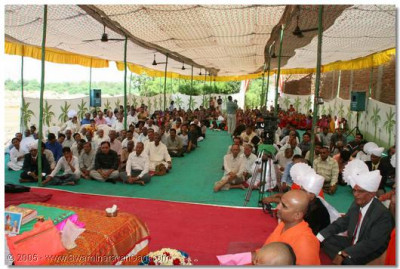 Disciples listen to Acharya Swamishree's divine blessings