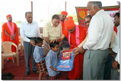 Acharya Swamishree donates toys and various other educational items to the blind students of the foundation, and grants them all His divine blessings