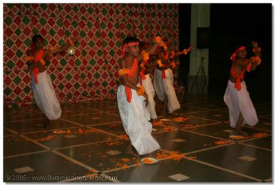 In Mordungra, the young children of the village perform a devotional dance