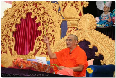 Acharya Swamishree talks about the chilles during His aashirwad