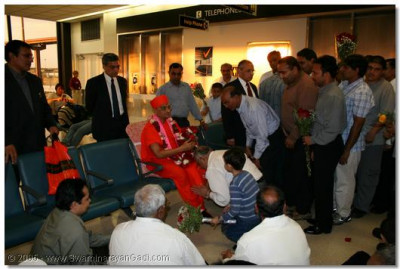 Acharya Swamishree is welcomed by the devotees at Newark International Airport in New York, USA