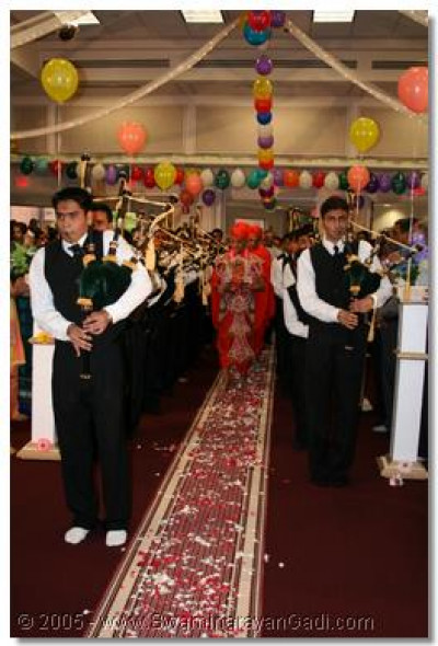 In the evening, the band plays during the welcoming celebrations