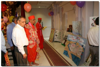 Acharya Swamishree and sants judging the Family Tree competition