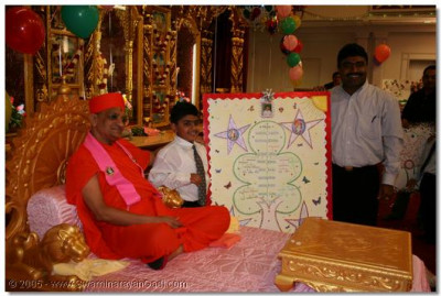 Devotees show their entries to Acharya Swamishree