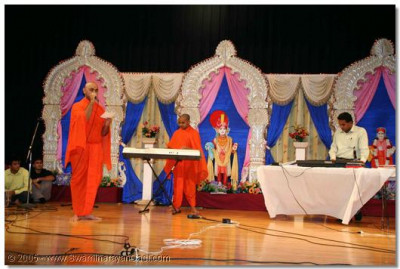 Sants and devotees during the Kirtan-Bhakti performances
