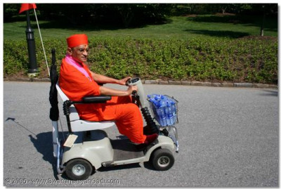 Acharya Swamishree drives a vehicle at the Gardens