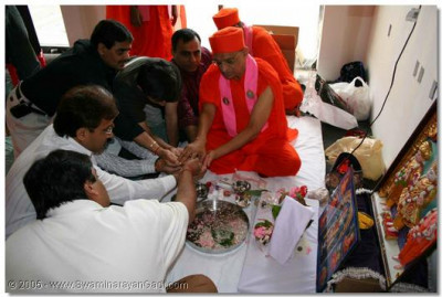2nd June 2005. Acharya Swamishree performs the opening ceremony of a devotee's hotel in Elton, PA